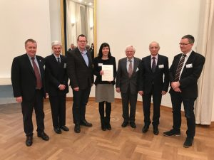 After the conferment of the BRCA Data Analysis Award on February 24, 2017 (from left to right): Prof. H. Kestler (GfKl), Prof. A. Geyer-Schulz (GfKl), Prof. T. Friede (IBS-DR), laureate Corinna Ernst, Prof. H.-H. Bock (Chair Evaluation Committee), Prof. A. Sokolowski (SKAD, IFCS), Prof. B. Lausen (GfKl)